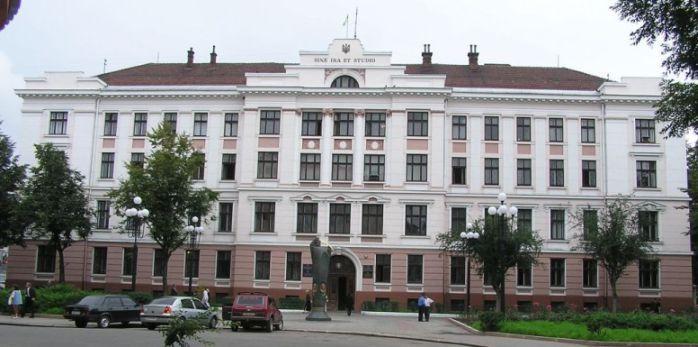 Івано-Франківський суд покарав працівника СБУ, якого затримали нетверезим за кермом