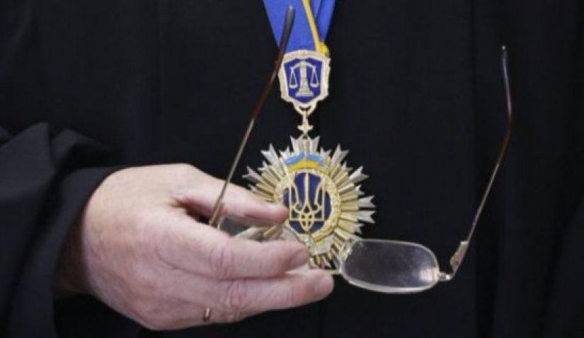 Ще два Прикарпатських судді пішли у відставку